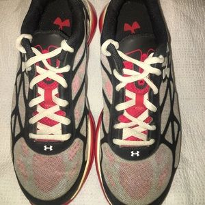 Under Armour spine shoes, 6y/7.5 women